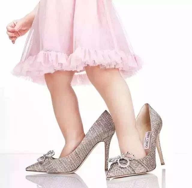 干幼女什么感觉_很小的时候就喜欢偷穿妈妈的高跟鞋,背挺着直直地双手恰着腰,感觉自己