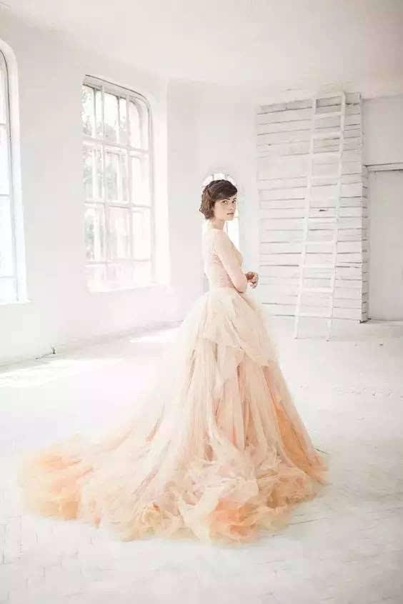 婚纱的颜色_婚纱情侣头像