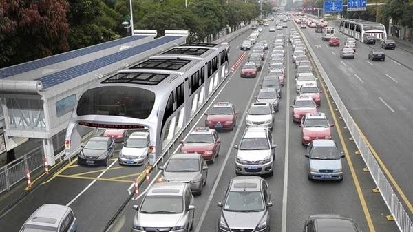 巴铁试验车启动路面测试 车长22米的照片 - 3