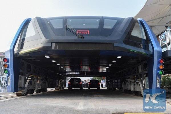 巴铁试验车启动路面测试 车长22米的照片 - 6