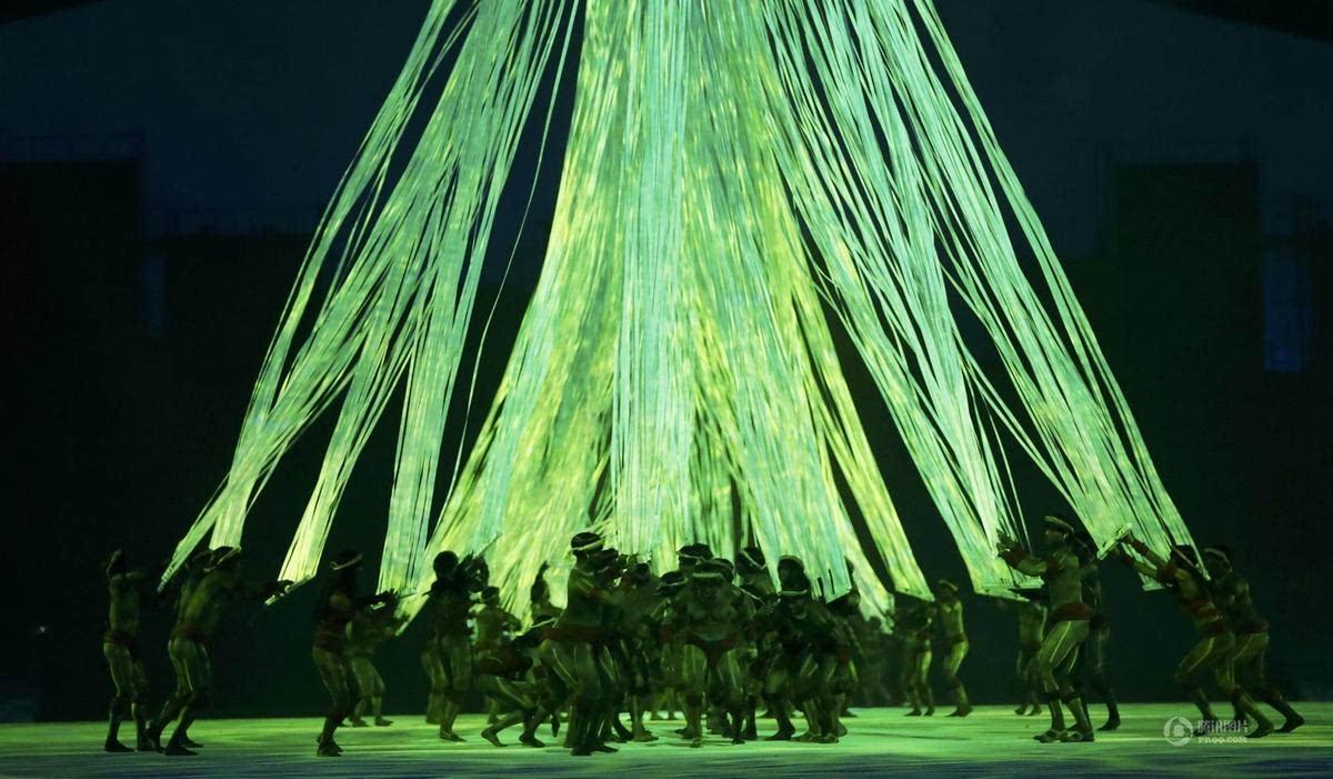 凤凰艺术   最省钱不省创意的奥运开幕式,里约圣火燃情全世界