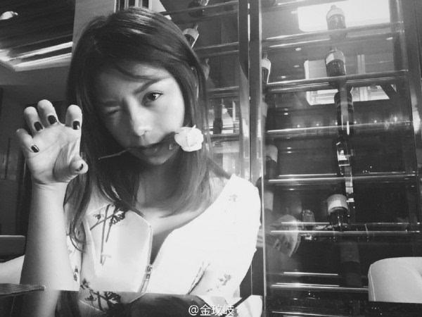 魅族8月10日魅蓝E发布会嘉宾揭晓:才女身材傲人的照片 - 3