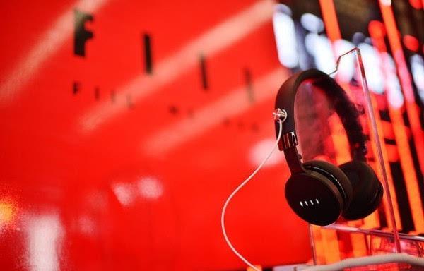 售价999元起:汪峰发布智能无线耳机DIVA 支持语音控制的照片 - 1