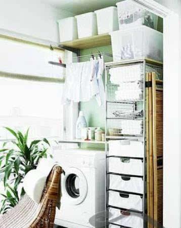 洗衣房 客厅阳台装修效果图:洗衣机放浴室怕受潮,放厨房又占地方.