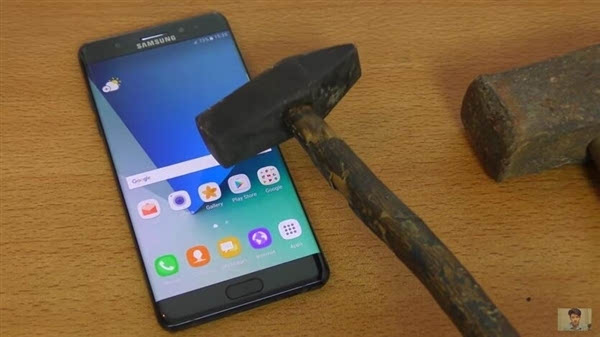 三星Galaxy Note 7 刀子+锤子击打五代康宁玻璃的照片 - 1