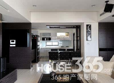 85平房子装修效果图:玄关处的可爱镜子    85平房子装修效果图:从阳台