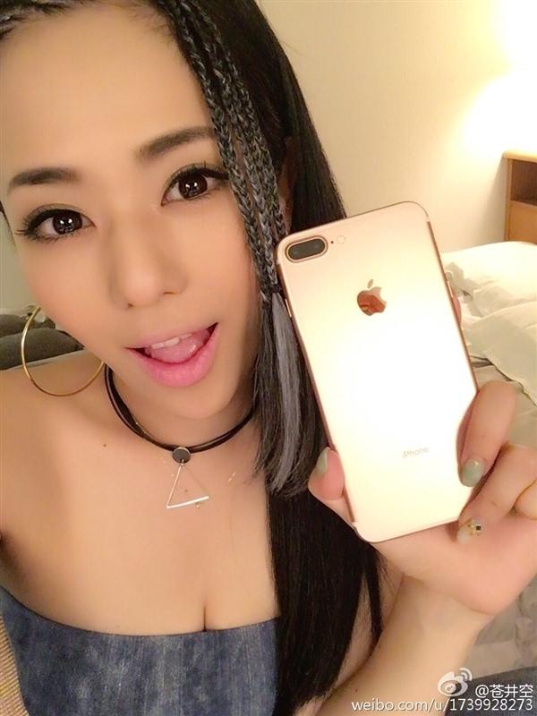 苍井空微博晒iPhone 7 Plus:太大了不习惯的照片 - 3