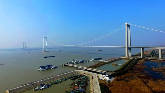 江苏省泰州市高港区_泰州大桥串起江南常州,江岛扬中和泰州高港,高港区滨江生态保护带就