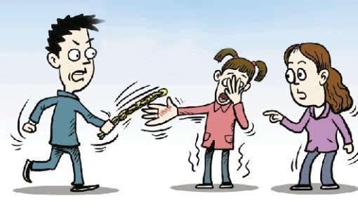 女遭体罚划伤老师 家长太愤怒了吧······