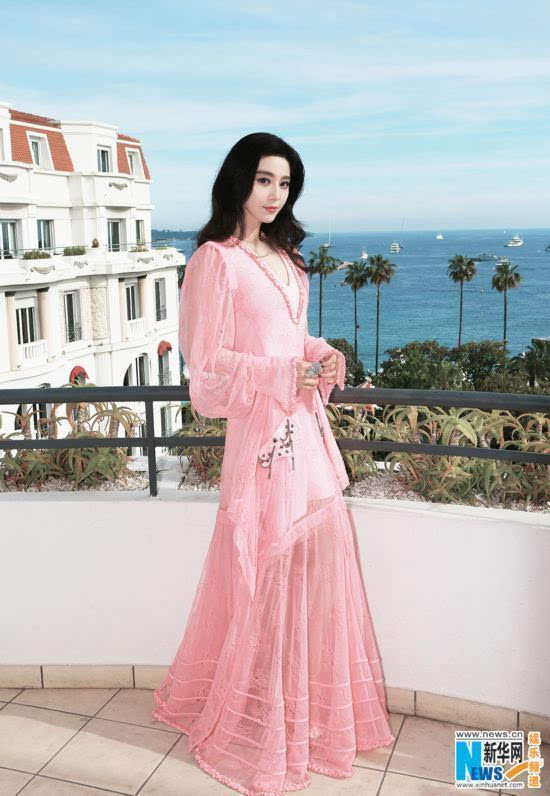 范冰冰出席戛納70周年慶典一襲粉裙優美飄逸