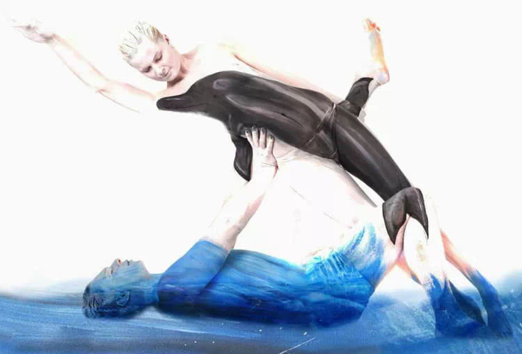 最大胆人体艺术囹�a�9��Z[0_在这些人体艺术作品中,马韦德尔把模特变成了各种动物.