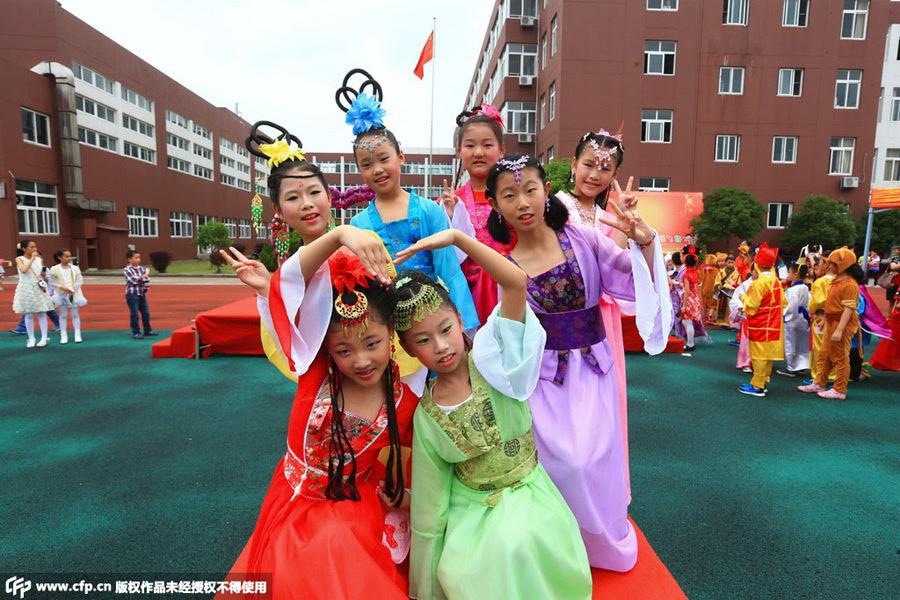 女生超�yay�NXG�型_[社会] 浙江小学生着cosplay服装庆祝儿童节