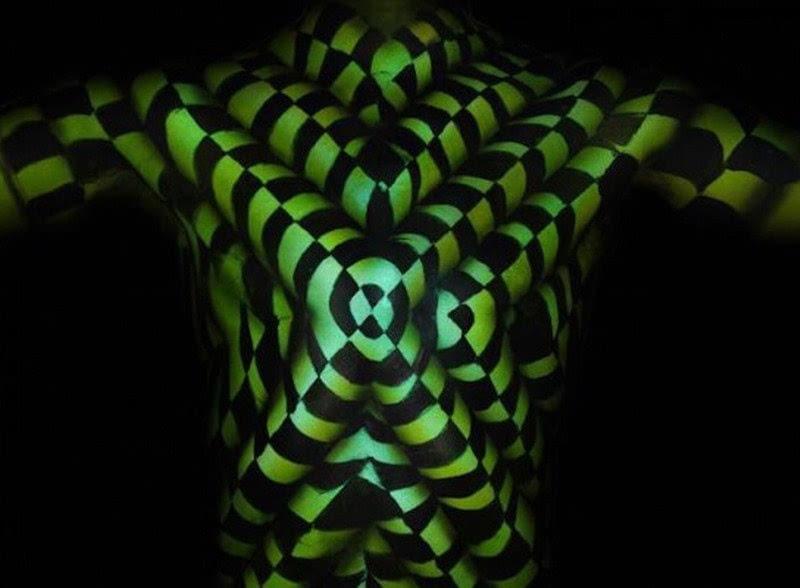 类似于人体艺术的_美国艺术家创作扭曲人体画 制造视觉奇观