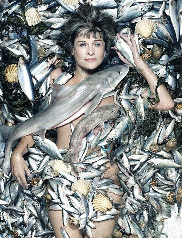 从欧美人体艺术_英众女星与海洋动物尸体合拍裸体写真 呼吁保护生态