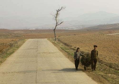 北朝鲜人民生活_朝鲜人民生活现状揭秘 朝鲜人民的真实生活图片_六安新闻网