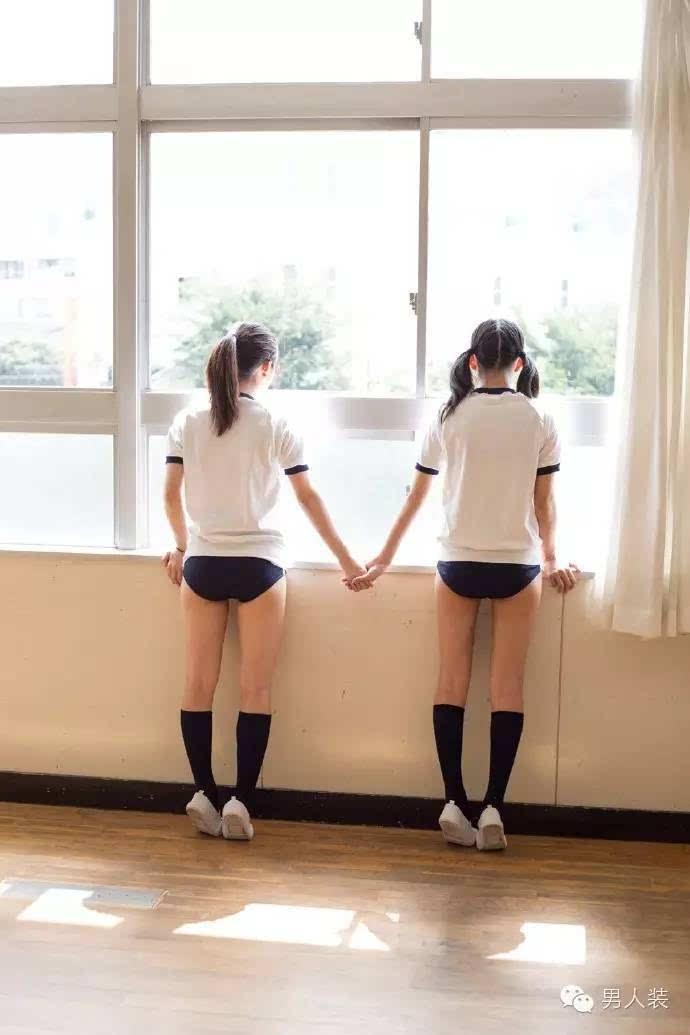 日本女人掰逼_一套日本女高中生短裤的 特别写真