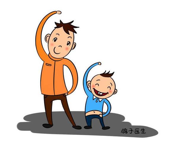 走路,會不會導致腳大,這只是流傳的一種說法,孩子的腳掌大小是由父母圖片