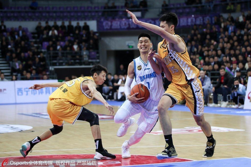 WWW_70AJ_COM_aj有良好的大局观和组织传球能力,但问题是他缺乏个人单打实力.